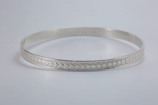 silver bracelet with hearts horizontal